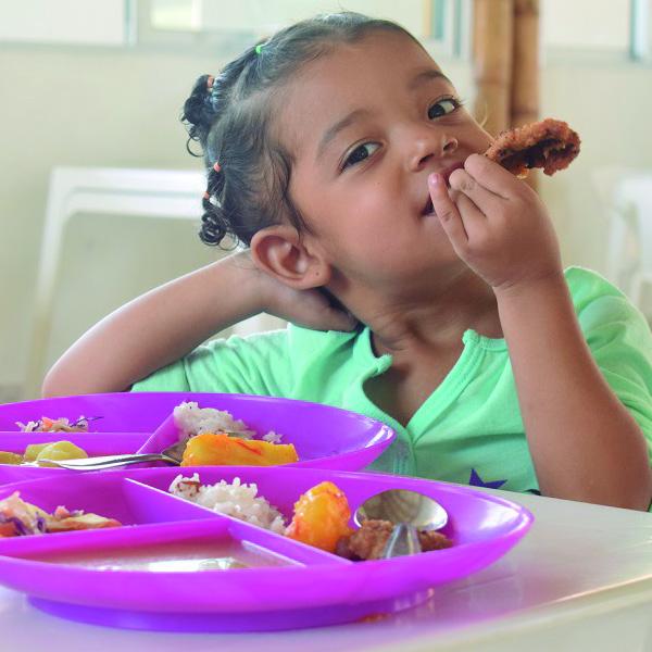 niña nutriendo futuro
